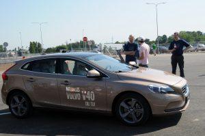Volvo_V40